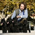 Miquel Brunells con Schnauzers Miniatura Negro de Can Rayo